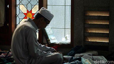 Itikaf 10 Malam Terakhir Ramadhan, Ini Tips Agar Tak Mudah Mengantuk