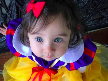 Nah, inilah Snow White bermata biru. Cute banget! (Foto: Instagram/@logan_and_leilani)