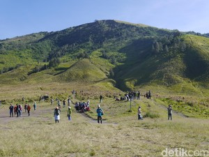 Foto: Bukit Favorit Turis di Bromo