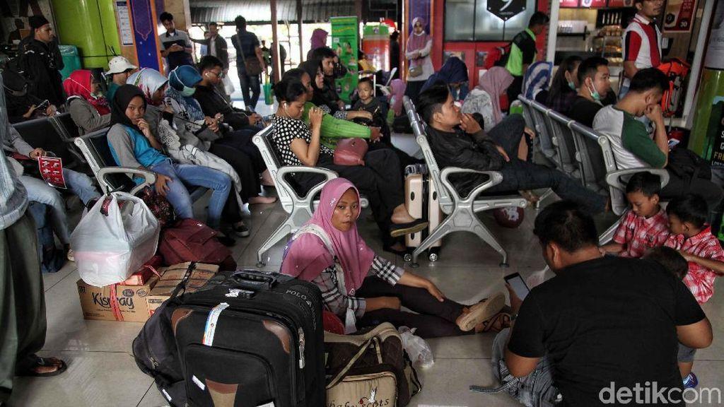 80 Kereta Api Berangkatkan 44.850 Pemudik dari Jakarta