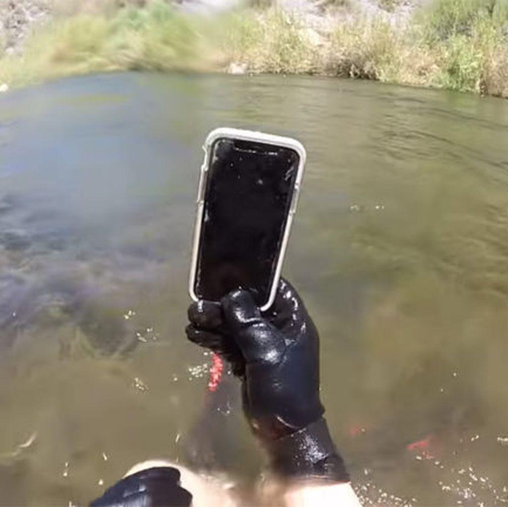 iPhone X Bertahan Setelah Terendam 2 Minggu di Sungai