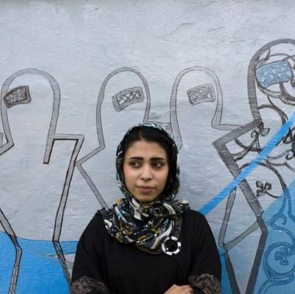 Seniman Grafiti Perempuan Pertama Afghanistan Ingin Buat Mural Bukan Perang