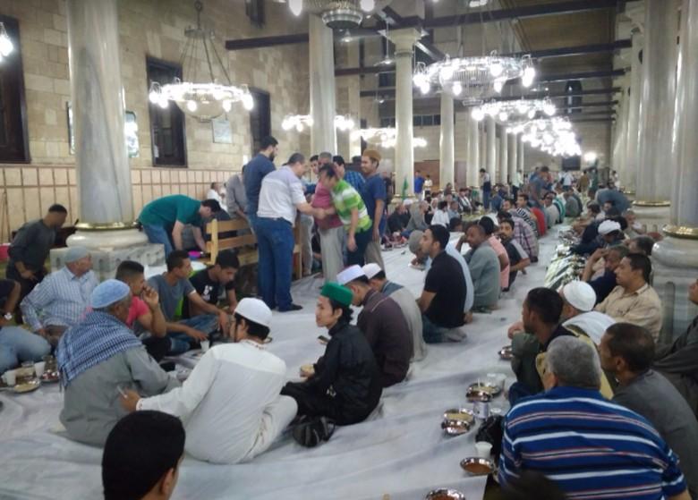 Tarawih Jadi Ajang Temu Kangen Mahasiswa Indonesia di Mesir