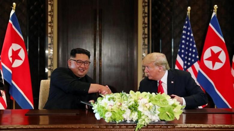 Cerita Seru Pertemuan Bersejarah Trump dan Kim Jong-Un