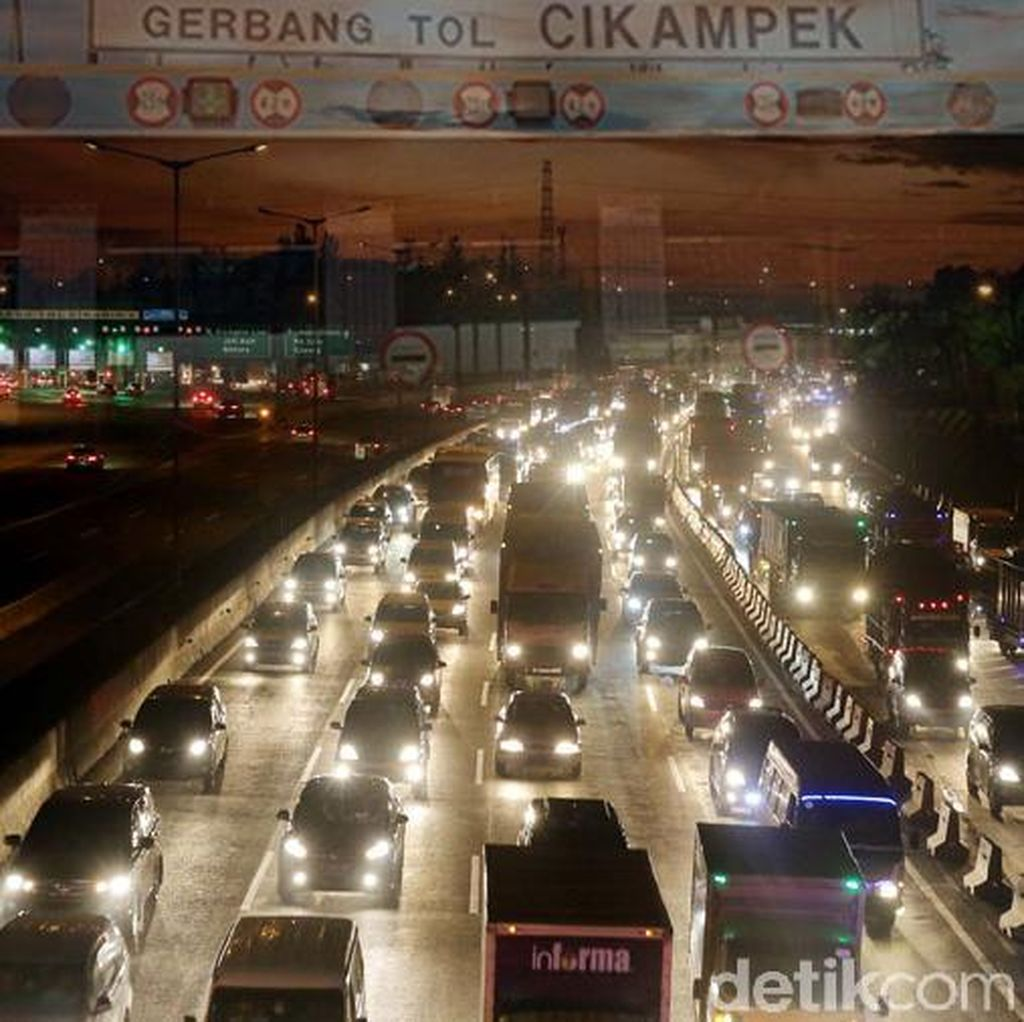 Tol Cikampek-Jakarta Padat, Contraflow Diberlakukan 6 Km