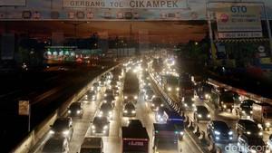 Tol Cikampek Arah Jakarta Padat di KM 68-62