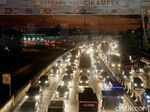 Tol Cikarang-Jakarta Padat 20 Km Karena Penyempitan Jalan