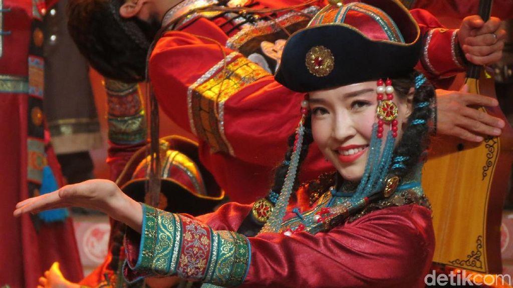 Foto Kecantikan Gadis Xinjiang, dari Uyghur Sampai Mongol