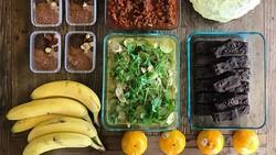 Berdiet bukan dengan cara melaparkan diri. Selebgram asal Australia ini mengatur porsi makanlah yang bisa memangkas bobotnya dan membentuk perut sixpacks.