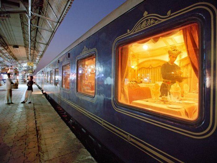 India sudah punya kereta tidur lebih dulu yang bernama Deccan Odyssey. Kereta mewah ini bertemakan istana. Istimewa/Deccan Odyssey.