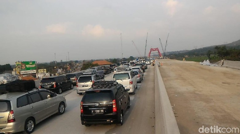 Jembatan Kalikuto Macet 1 Km, Exit Gringsing Tetap Dibuka