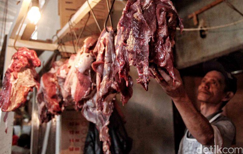Memasuki H-2 Lebaran, harga sejumlah bahan pengan seperti daging mengalami kenaikan.