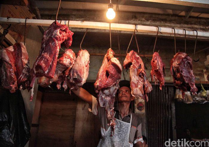 Di Pasar Warakas, Jakarta Utara, Rabu (13/6/2018), harga daging juga mengalami kenaikan.
