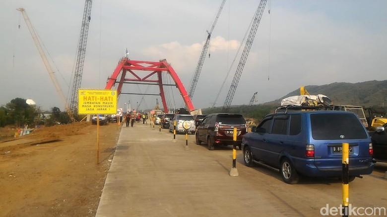 Jembatan Kalikuto Dibuka 1 Lajur, Lalu Lintas Macet