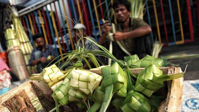 Ilustrasi Penjual Kulit Ketupat/Foto: Pradita Utama