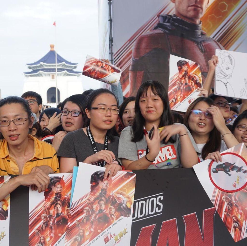 Sejumlah Penggemar Marvel Banjiri Red Carpet Ant-Man and The Wasp