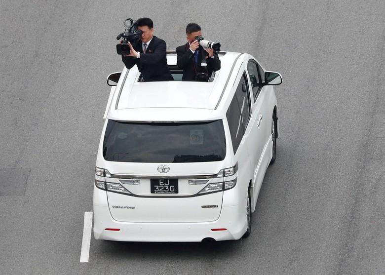 Kameramen di konvoi mobil Kim Jong Un. Foto: Dok. Reuters