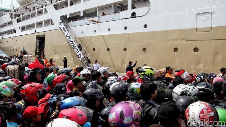Puncak Arus Mudik Lebaran di Pelabuhan Tanjung Priok