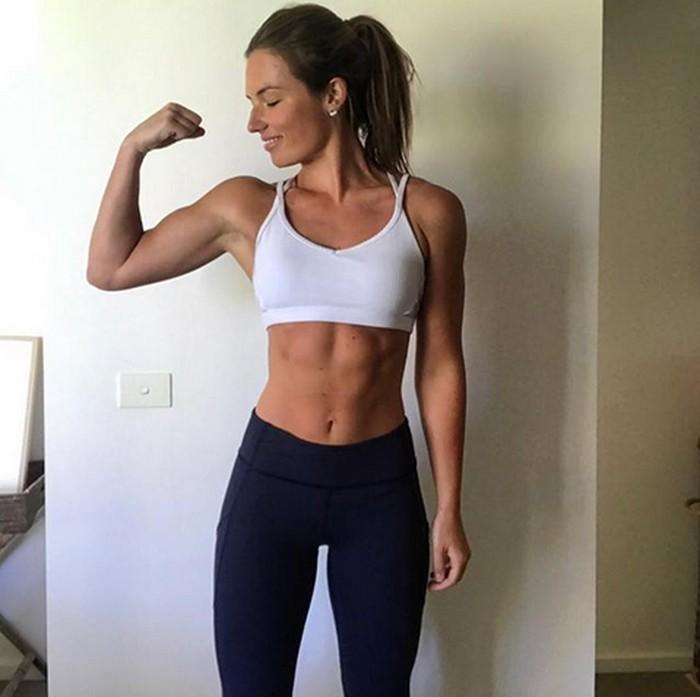 Instagram influencer Cass Hines asal Australia berhasil menemukan satu cara mudah untuk bantu pangkas bobot dan membentuk sixpack, yaitu dengan cara mengatur porsi makan sehari-hari. . (Foto: Instagram/cass.fit.healthy)