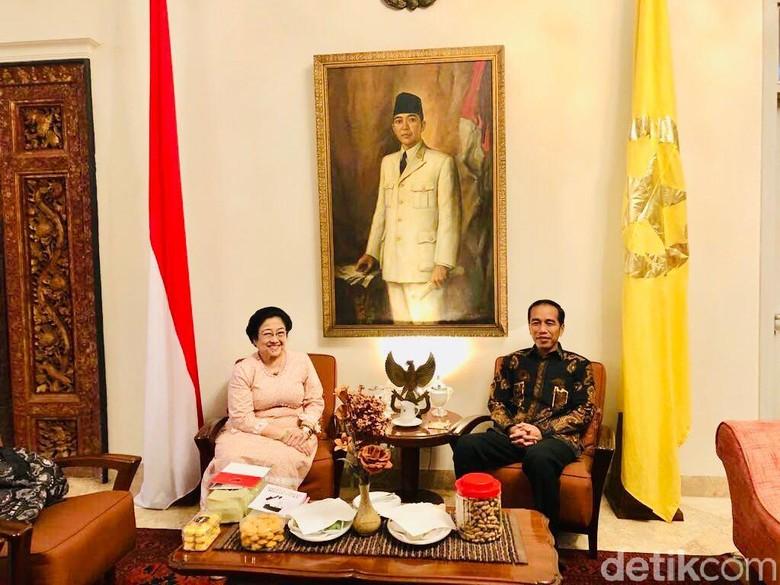 Selain Es Kelapa, Mega Juga Beri Buku Keislaman Bung Karno ke Jokowi