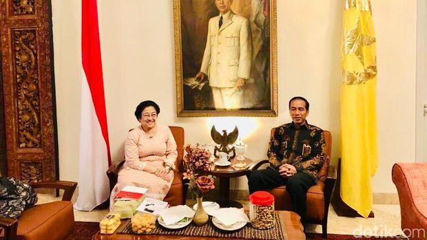 Mega Sajikan Es Kelapa Merah Putih untuk Jokowi, Ini Makna Khususnya