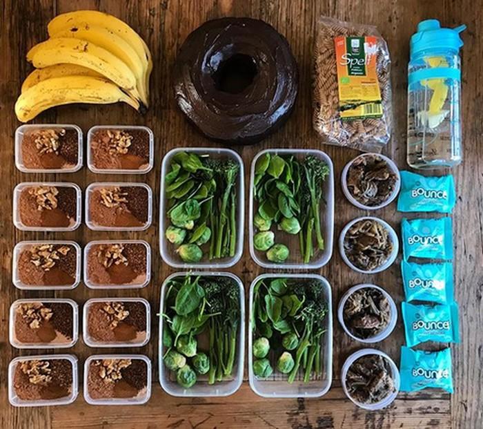 Cara mengatur porsinya yakni dengan makan porsi banyak saat sarapan, porsi sedang saat makan siang, dan porsi sedikit saat makan malam. (Foto: Instagram/cass.fit.healthy)