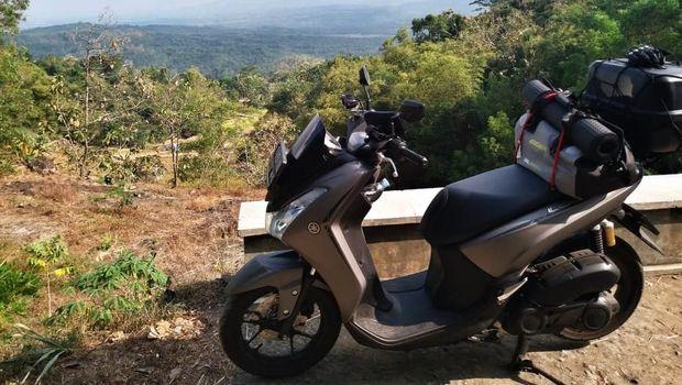 Perjalanan jauh Wahid terasa nyaman ditemani Yamaha Lexi S (Foto: Yamaha)