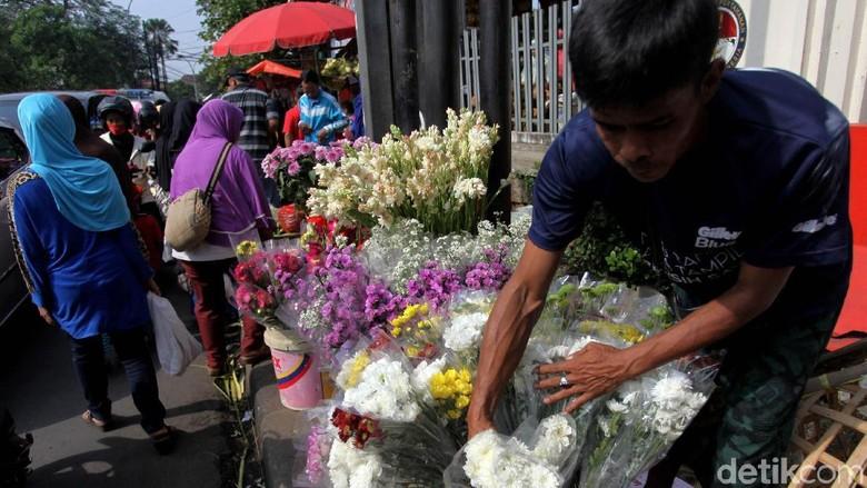 Jelang Lebaran Pedagang Bunga Kian Menjamur