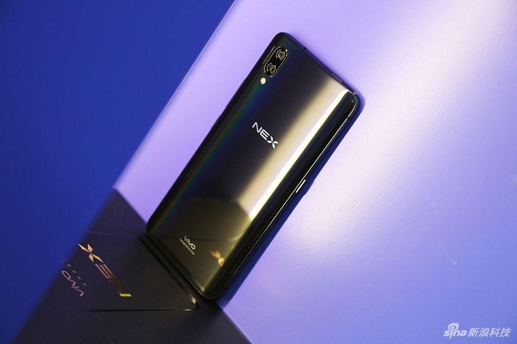 Ketiga ponsel ini menyuguhkan layar Super AMOLED 6,59 inch dengan resolusi 2.316 x 1.080 pixel. Foto: Sina Mobile