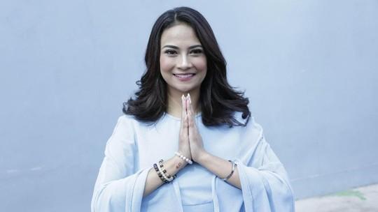 Potret Keluarga Selebriti saat Lebaran, Sophia Latjuba Berhijab