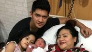 Audy Melahirkan, Iko Uwais Lebaran di Rumah Sakit