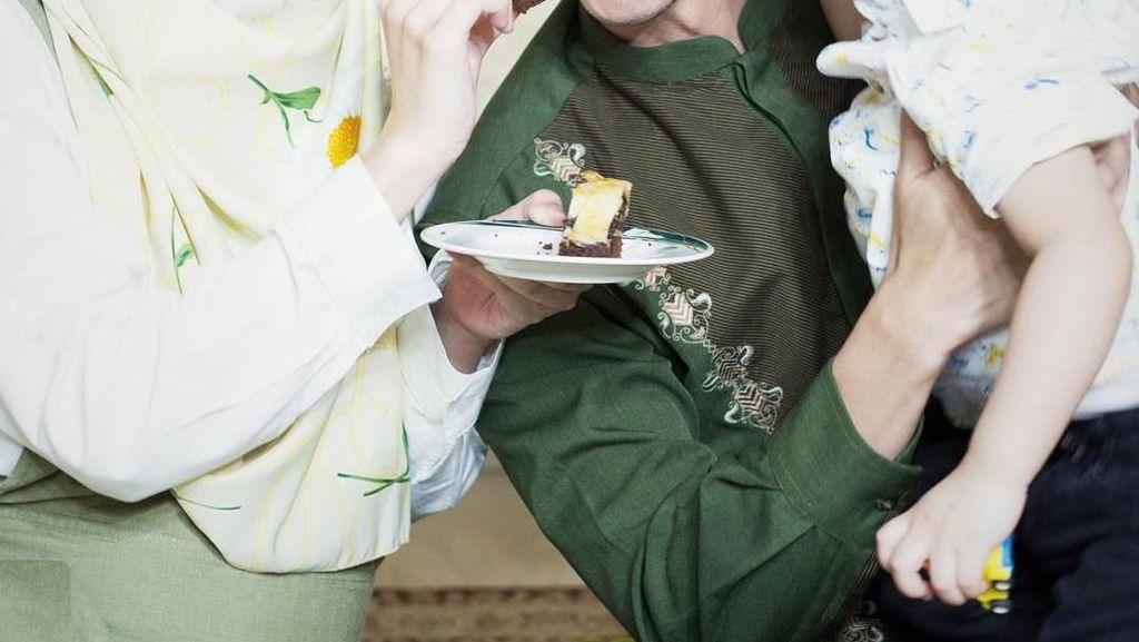 Makin Cantik, Ini Pose Manis Alyssa Soebandono Saat Makan Bareng Suami dan Keluarga