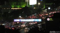 Imbas Pengerjaan Jalan, Tol Semanggi-Kuningan Macet 1 Km