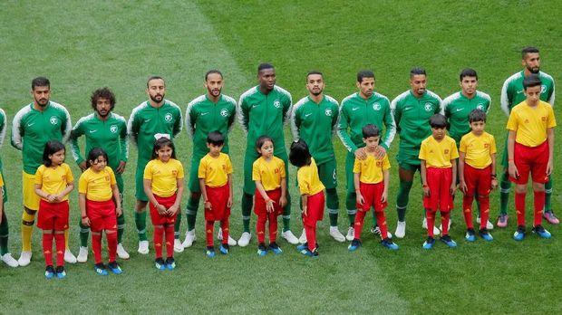 Di laga pertama, timnas Arab Saudi kalah dari tuan rumah Rusia dengan skor 0-5.