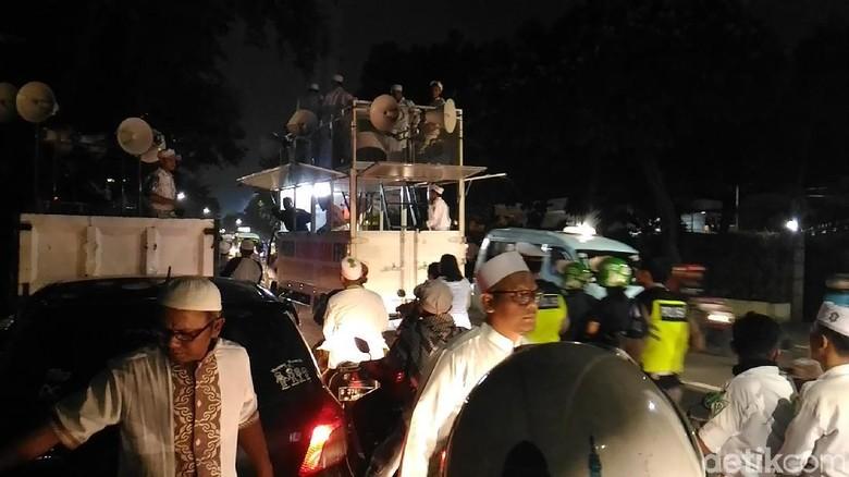 Berangkat dari Petamburan, FPI Mulai Takbiran Keliling Jakarta