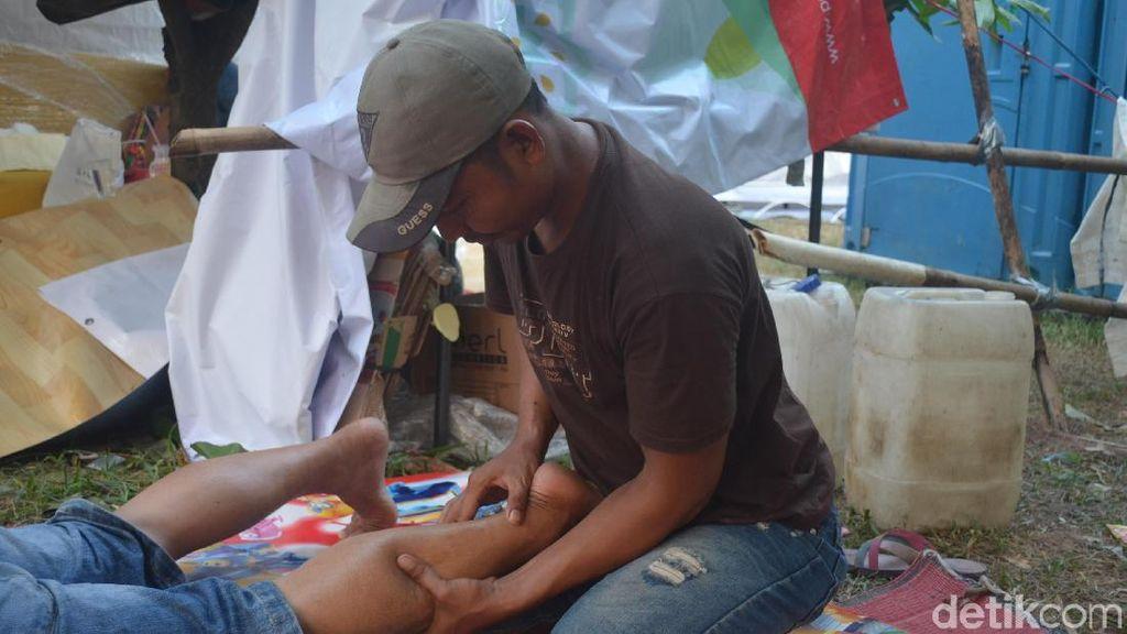 Kisah Tukang Pijat yang Kebanjiran Pasien Saat Musim Mudik