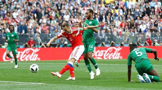 Denis Cheryshev mencetak gol kedua Rusia ke gawang Arab Saudi.