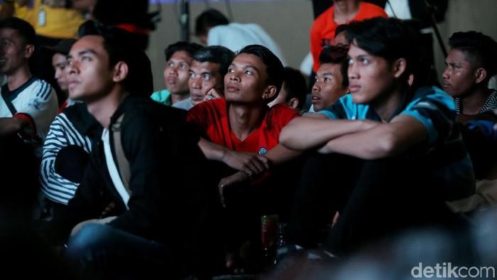 Ketahanan mata saat menonton tv. Foto: muhammad ridho