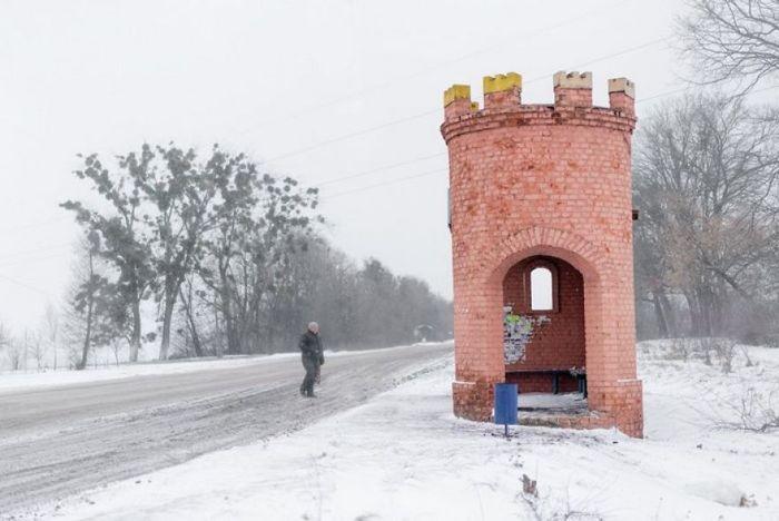 Halte ini dibangun seperti sebuah benteng kastil. Istimewa/Christopher Herwig/Boredpanda.