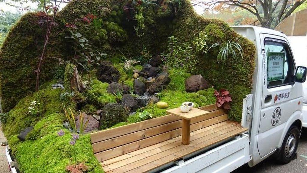 Uniknya Perlombaan Menghias Taman di Atas Truk di Jepang