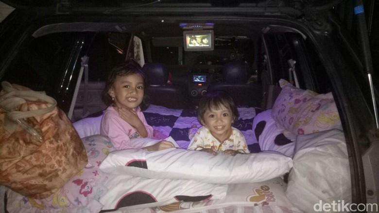 Foto: Isi dalam mobil Sujarwo yang disulap jadi kamar (dok. Sujarwo)