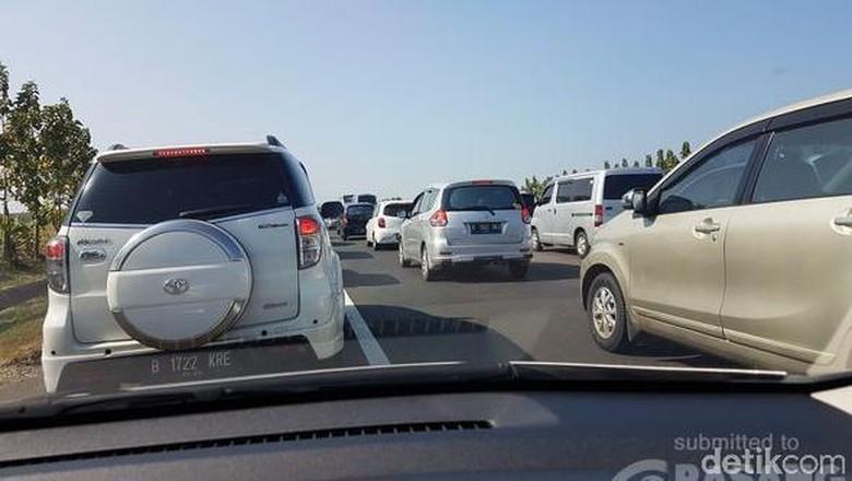 Tol Cipali Padat Merayap di Km 150-190