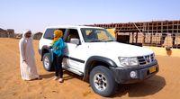 Memacu adrenalin menyetir mobil di gurun pasir.