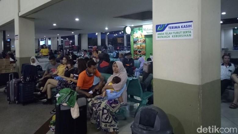 Pemudik via Udara di Bandara Juanda Alami Penurunan