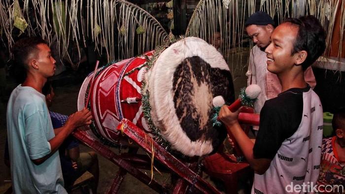 Sejumlah warga di kawasan Koja, Jakarta Utara, ramai mengumandangkan takbir yang diiringi dengan gema bedug.