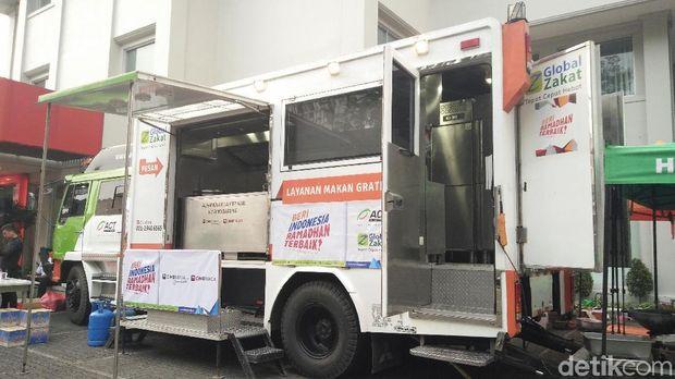 Humanity Food Truck milik lembaga kemanusiaan Aksi Cepat Tanggap (ACT).