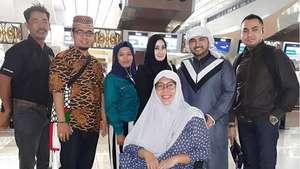Keisha Alvaro Bawa Kue Ultah untuk Raffi Ahmad