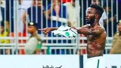 Piala Dunia 2018 akan dimulai dengan laga Rusia vs Arab Saudi. Intip yuk, tubuh kekar nan bugar penyerang Arab Saudi, Fahad Al Muwallad.