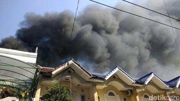 Ditinggal Mudik, Toko Busana di Kota Mojokerto Terbakar