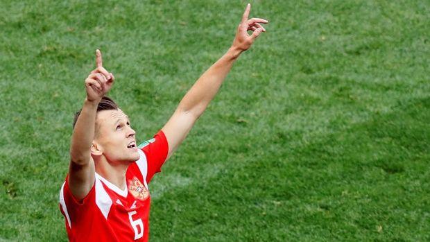 Denis Cheryshev merayakan gol kedua ke gawang Arab Saudi.